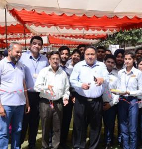 MEFB students organize Consumer Hub at Kamla Lohtia S.D. College